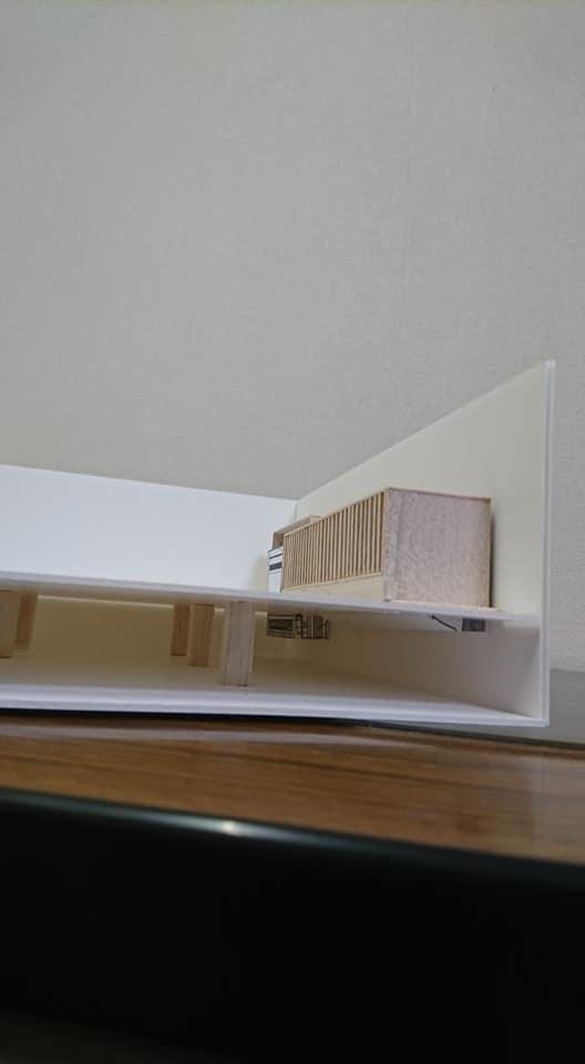 空気式床暖房の模型2